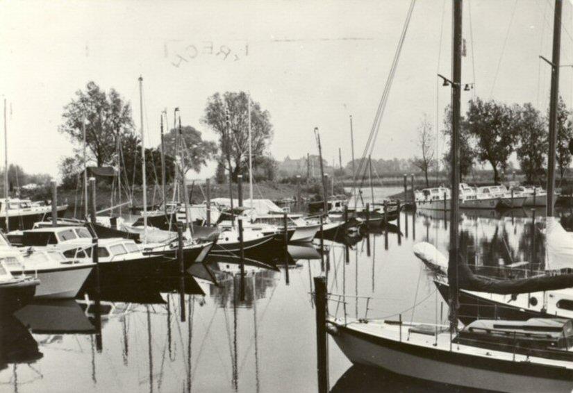 030 RIVIER -- (020) Jachthaven