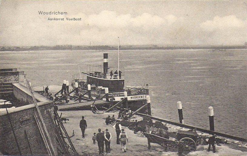 018 RIVIER -- (067) Aankomst Veerboot