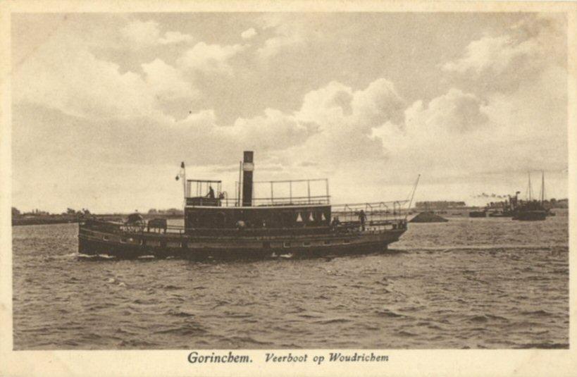 025 RIVIER -- (012) Veerboot op Woudrichem