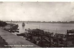 019 RIVIER -- (069) Aankomst Veerboot Woudrichem