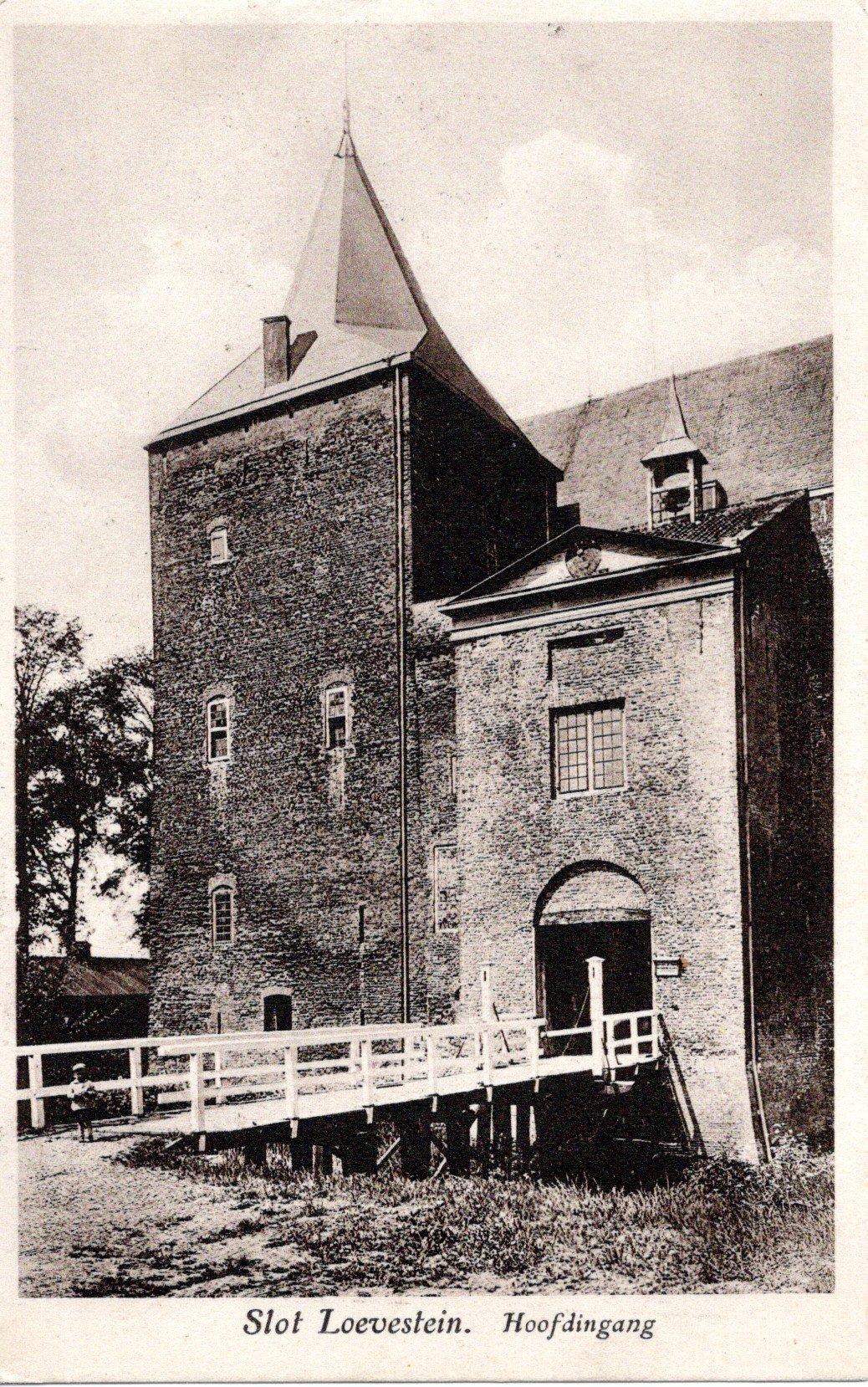 D1-Slot-Loevestein-Hoofdingang-1929