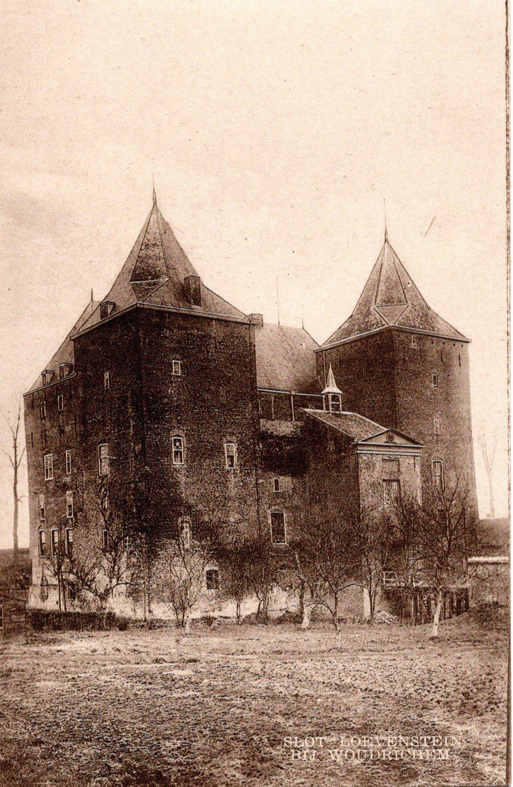 D10-Slot-Loevestein-bij-Woudrichem-ca-1920