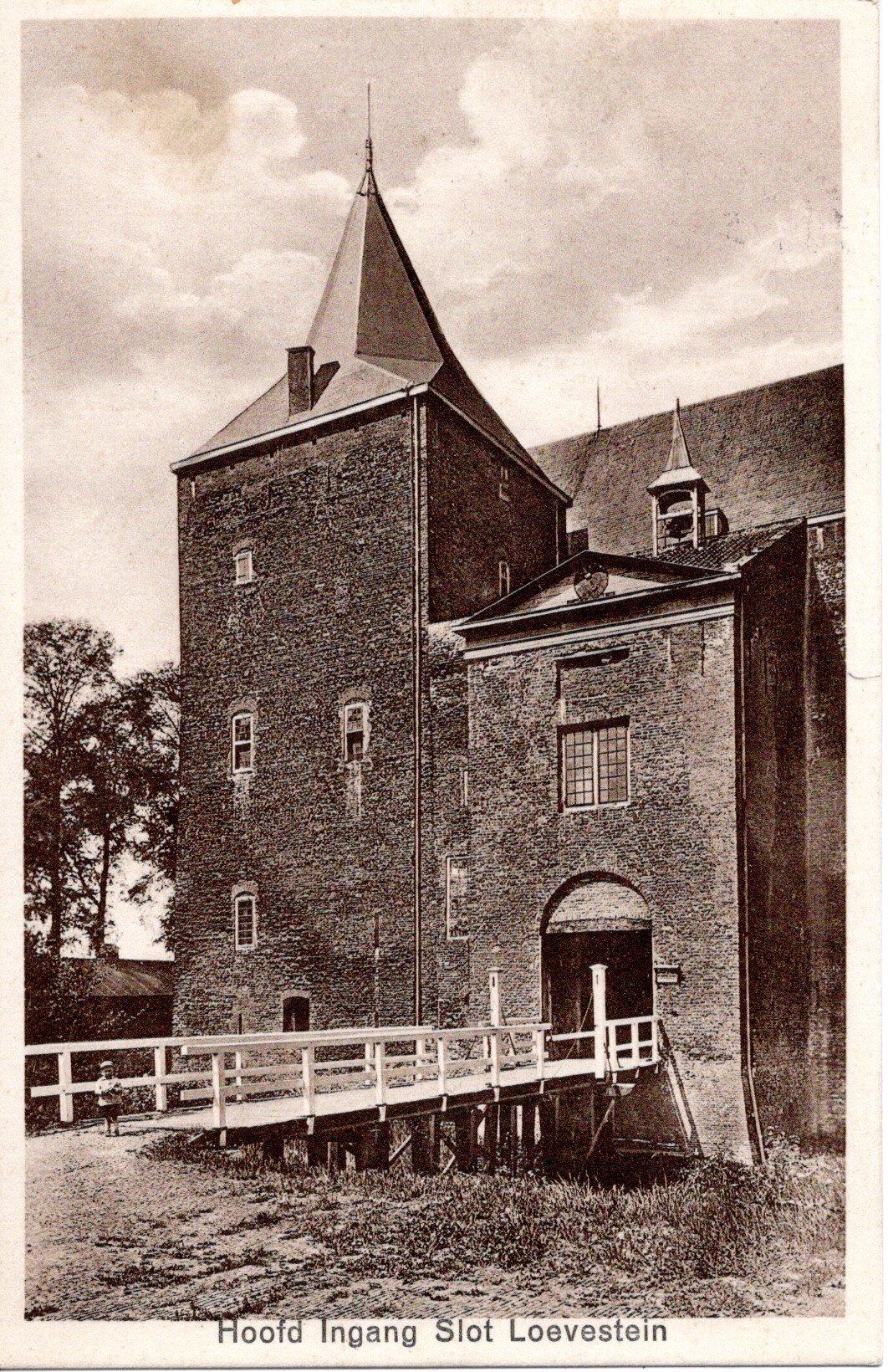 D2-Hoofd-Ingang-Slot-Loevestein-1935