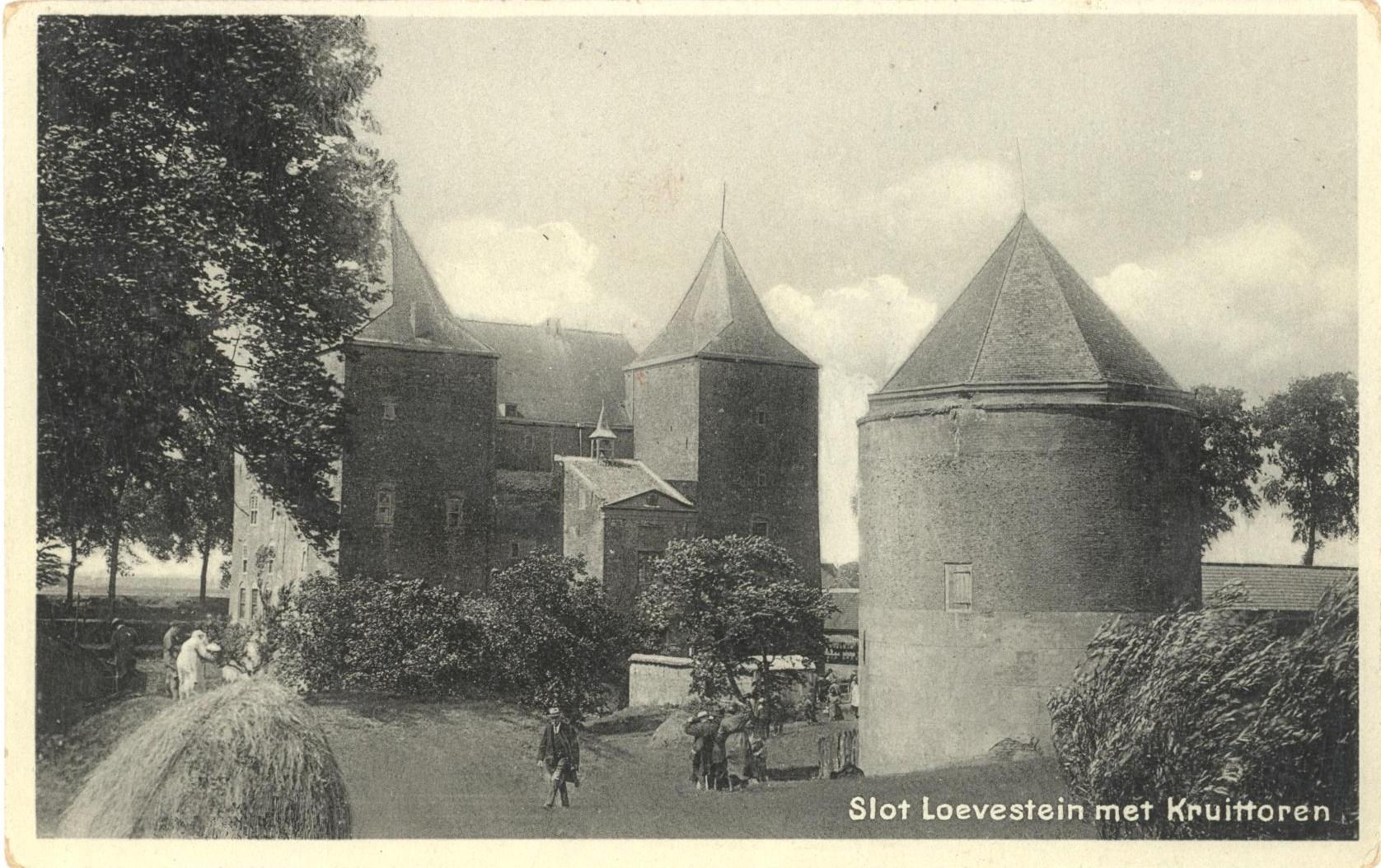 E27-Slot-Loevestein-met-kruittoren-1933