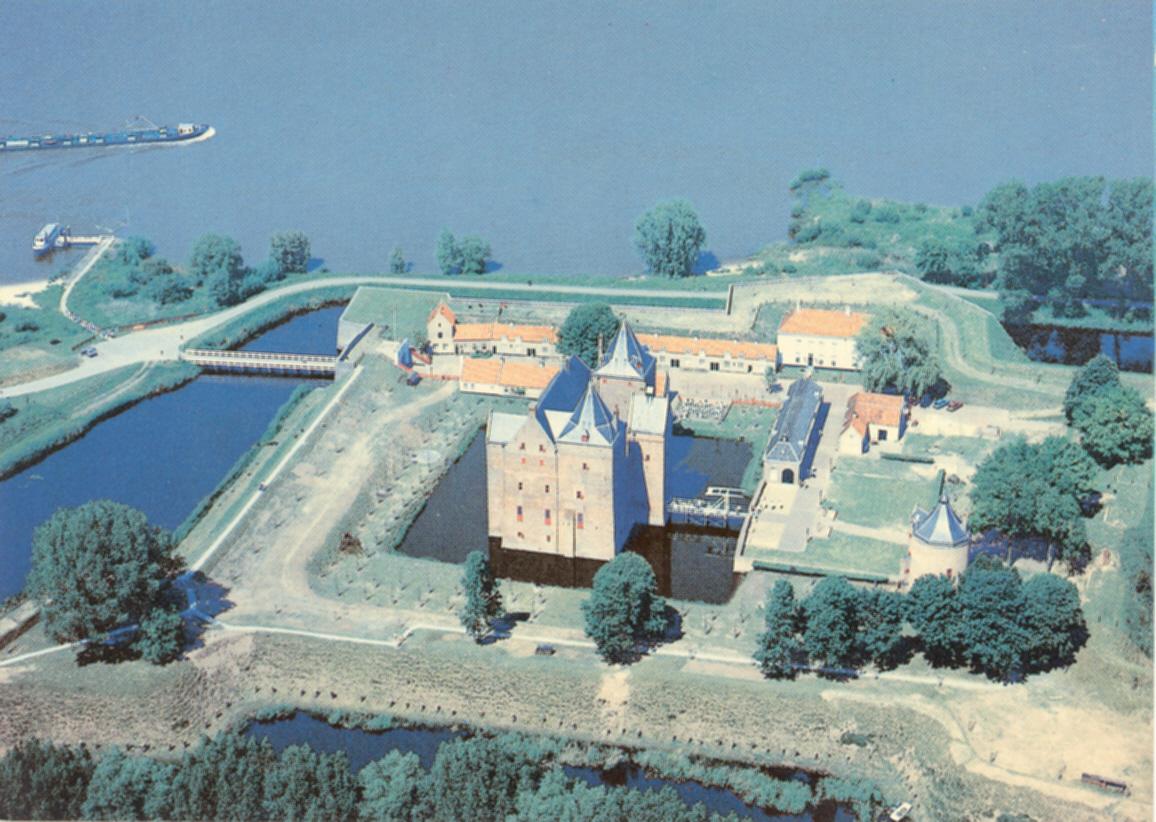 01k-Slot-Loevestein-Brakl-Gld-ca1985