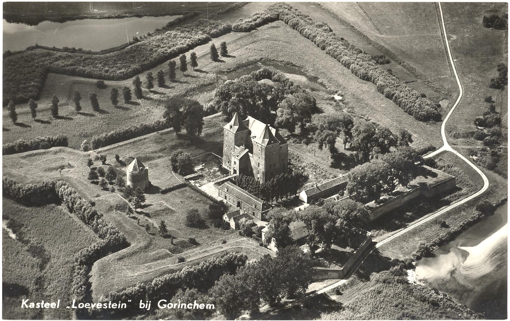 11-Kasteel-Loevestein-bij-Gorinchem-1961
