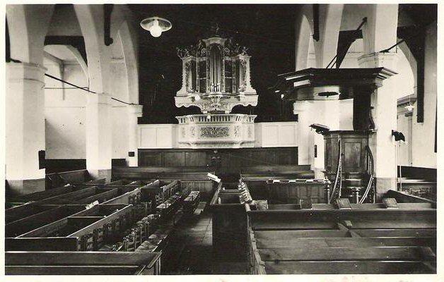 063 KERK -- (016) Ned.Herv. Kerk interieur