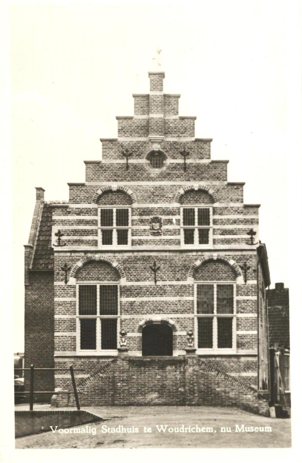 04 MONUMENT -- (R) (014) voormalig stadhuis nu museum