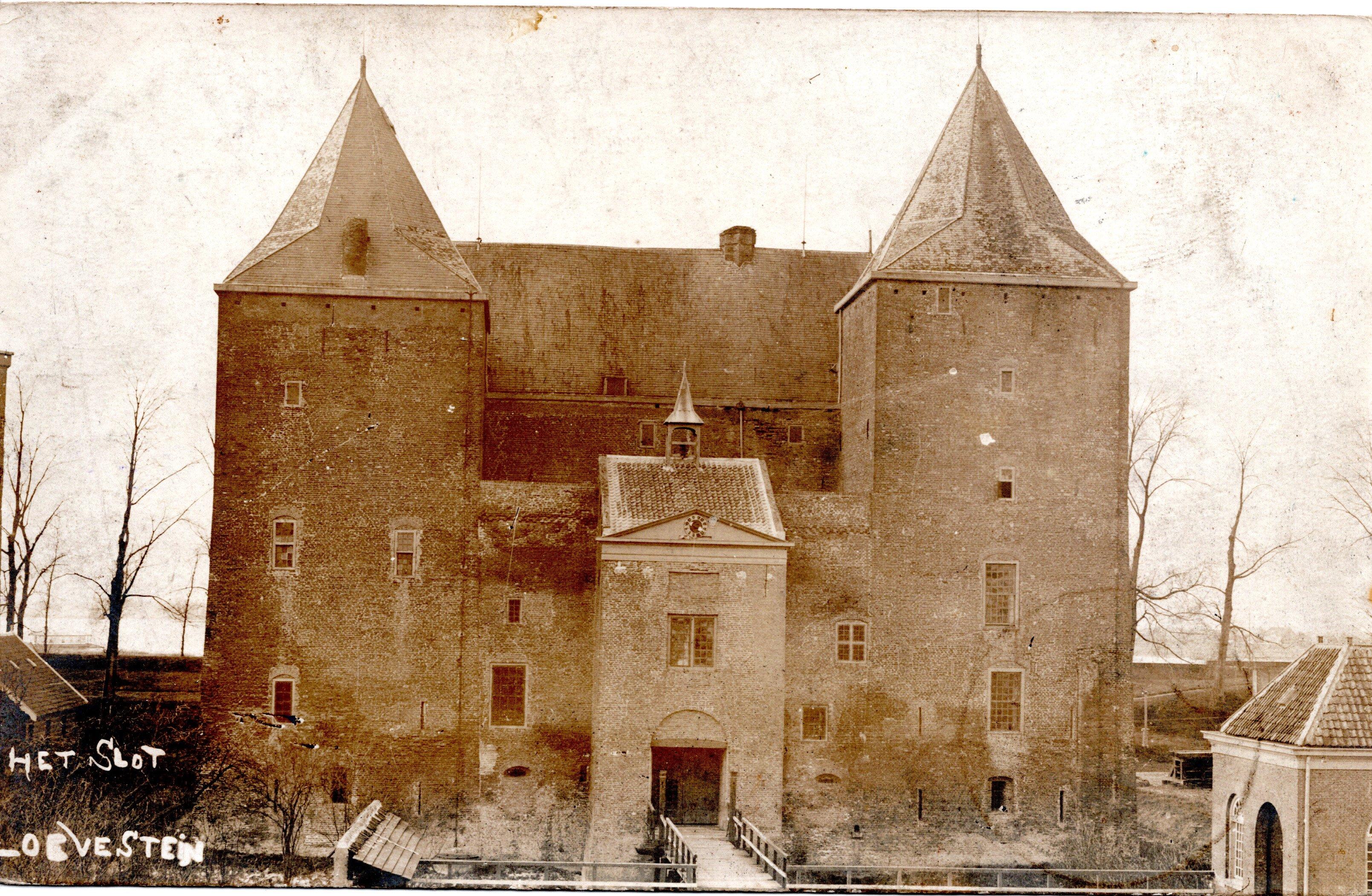 B16-Het-Slot-Loevestein-1911
