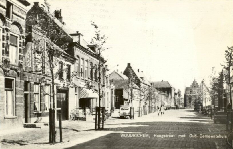STRAAT -- Hoogstraat (005) met Oud- Gemeentehuis