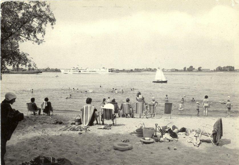 STRANDBAD -- (006) Strandje