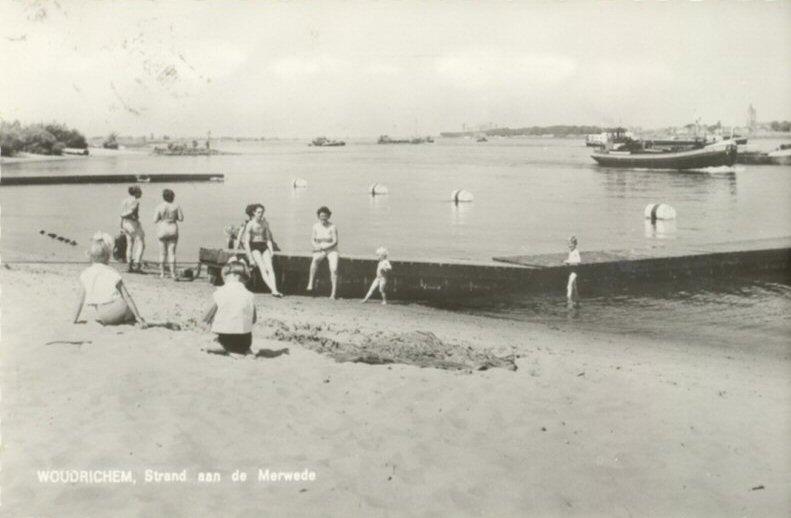 STRANDBAD -- (007) Strand aan de Merwede