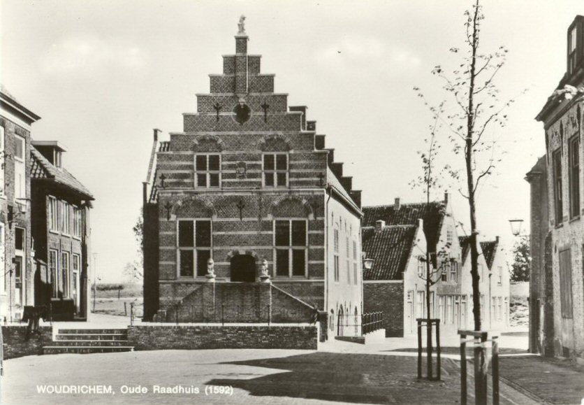 101 MONUMENT -- (R) (002) Oude Raadhuis (1592)