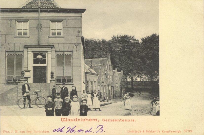 104 MONUMENT -- (R) (012) Gemeentehuis