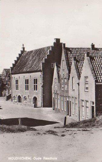 12 MONUMENT -- (R) (003) Oude Raadhuis (vanaf haven)