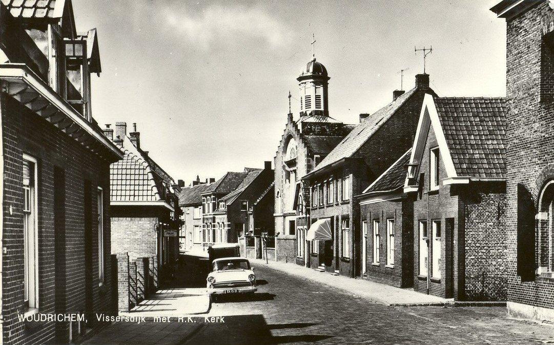 R.K. KERK -- (015) Vissersdijk met R.K. Kerk
